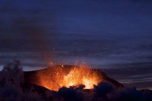 ภู เขาไฟปะทุที่ไอซ์แลนด์คลายตัว
