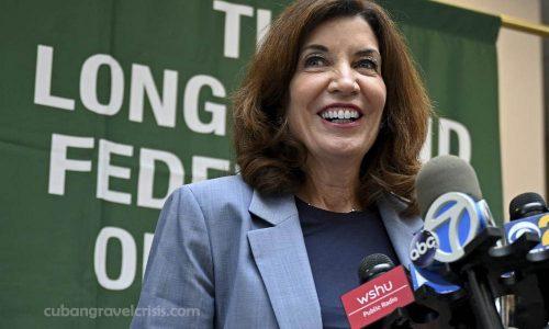 Kathy Hochulเป็นผู้ว่าการหญิงคนแรกของนิวยอร์ก