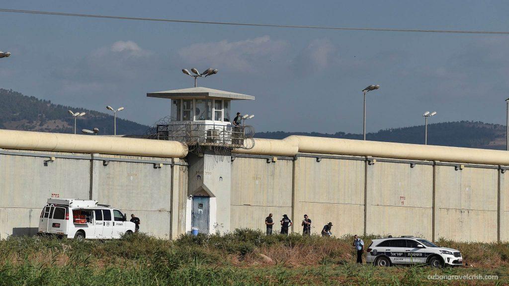 นักโทษ ปาเลสไตน์หนีคุกอิสราเอล กลุ่มติดอาวุธชาวปาเลสไตน์ 6 คนแหกคุก หนึ่งในคุกที่มีความปลอดภัยสูงที่สุดของอิสราเอล หลังเห็นได้ชัดว่าเข้าถึง
