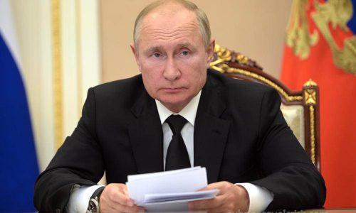 Putin ประกาศกักตัวเองจากกรณีโควิด