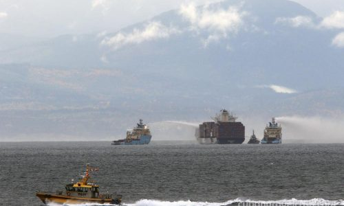 Fire on cargo ship นอกชายฝั่งบริติชโคลัมเบีย